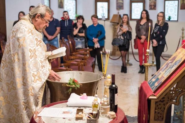 В черквата